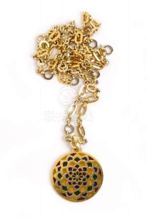 Catena in oro giallo formata da maglie ad anello