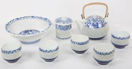 8 PIECE KINHO KILN PORCELAIN HASAMIYAKI TEA SET
