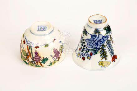 (2) A PAIR OF DOUCAI BOWING CUPS WITH FLOWERS DESIGN.DA MING