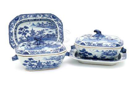 A PAIR OF SMALL QIANLONG TUREENS WITH PLATTERS