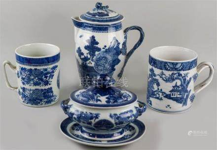 FOUR CHINESE EXPORT PIECES: TWO BLUE FITZHUGH AND TWO NANKIN