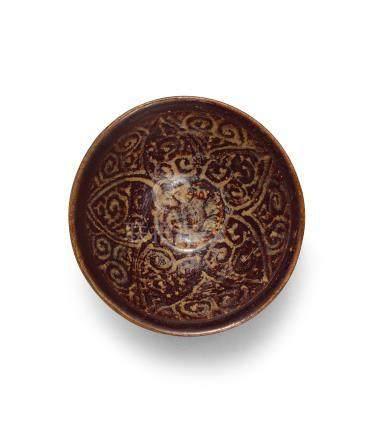 南宋 吉州窯黑釉剪紙貼花如意紋茶盞