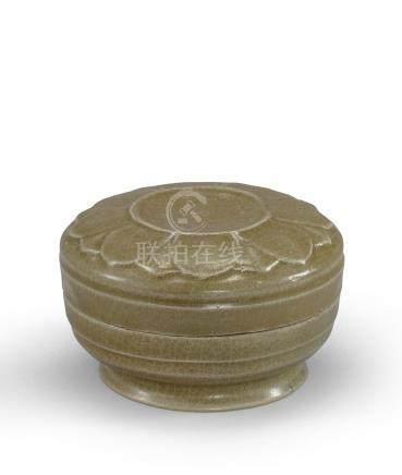 唐 越窯青釉蓮紋蓋盒