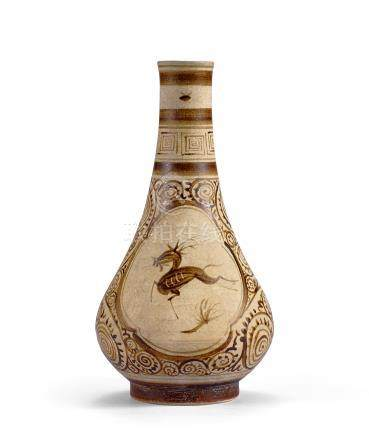 南宋 吉州窯白地褐彩奔鹿花卉紋長頸瓶