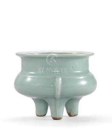 南宋 龍泉粉青釉鬲式爐