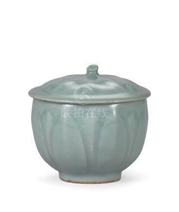 南宋 龍泉粉青釉蓮瓣紋蓋杯