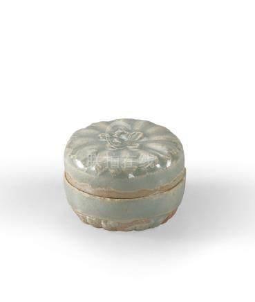 宋 青白釉花卉紋香盒