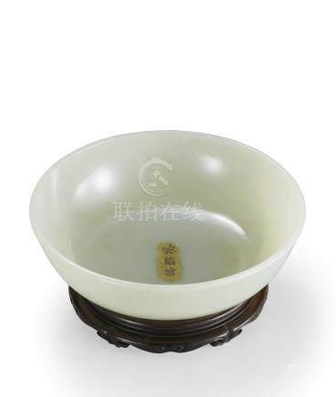 清乾隆 御製白玉素面碗暨紫檀原座