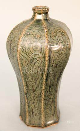Octagonal plum (Meiping) vase, China (Korea), 18th/19th cent