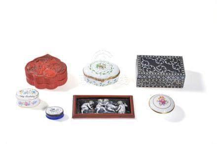 ϒ A Chinese cinnabar lacquer box, of cartouche form, early 20th century and other items
