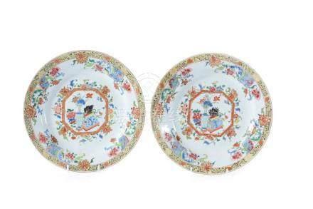ϒ A pair of Chinese 'Famille Rose' plates, 18th century