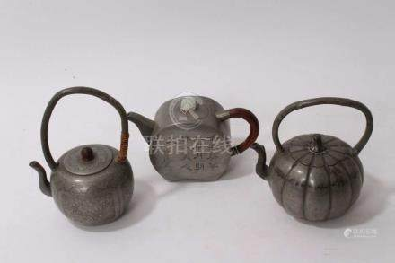 19th century Chinese pewter teapot of squat...