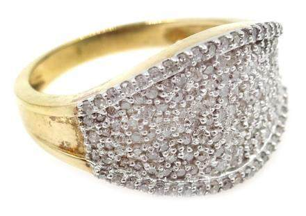 Gold diamond cluster ring, hallmarked 9ct Condition Report Approx 4.