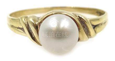 9ct gold single stone pearl ring, hallmarked Condition Report Approx 1.