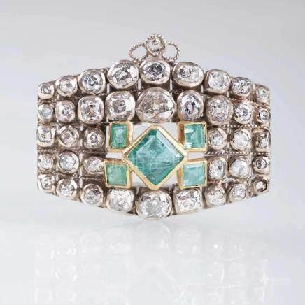 Smaragd-Brosche mit Georgian Diamant-Besatz14 kt. WG mit Platin und GG. Diamant-Besatz des 18.
