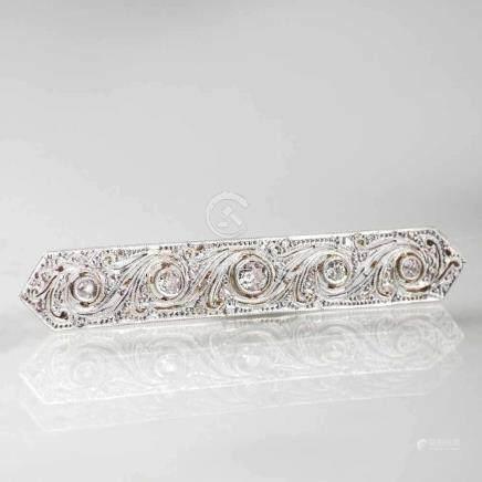 Jugendstil Diamant-BroscheAnf. 20. Jh. Platin mit 14 kt. GG, gest. 585. Mit 5 Altschliffdiam. zus.