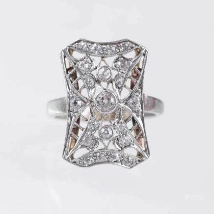 Jugendstil Diamant-Ring14 kt. Roségold mit Platin. Mit 21 Diam. im Alt- und 8/8-Schliff zus. ca. 0,