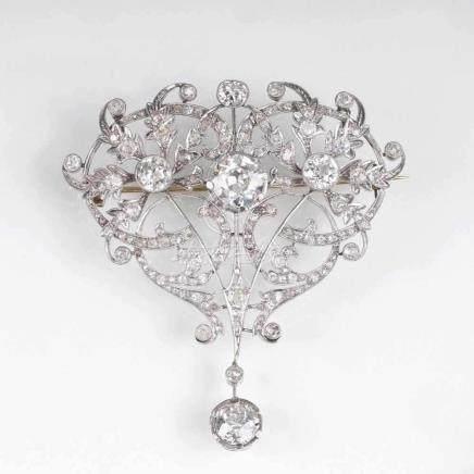 Sehr seltene, hochkarätige Jugendstil Diamant-BroscheUm 1900. Platin mit 18 kt. GG, gest. Frz.