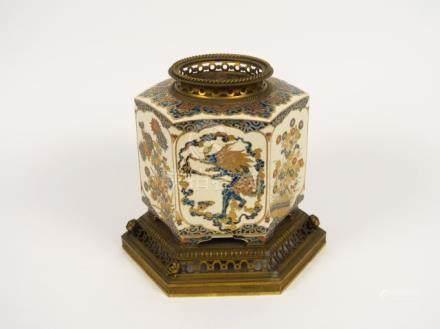 Vase monté en céramique de Satsuma. Japon XIXème. (sans couvercle)