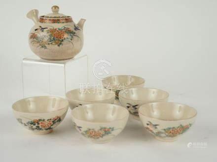 Service à thé fin XIXe en céramique de Satzuma comprenant une verseuse et 6 pet