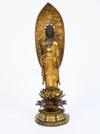 Statue en bois laqué et doré représentant le bouddha Amida debout sur un lotus