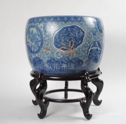 Vasque 'Hibachi' en porcelaine blanc bleu. Japon Arita XIXème