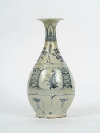 Vase piriforme, à décor de fleurs et pétales de lotus en bleu sous couverte cél
