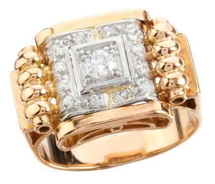 Bague en or jaune et platine aux rebords bombés sertie au centre d'un diamant t