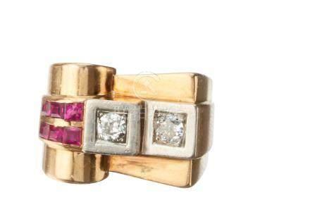 Bague TANK en platine et or sertie de deux diamants taille ancienne et de pierr