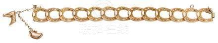 Bracelet articulé en or jaune mat et brillant, à décor de fer à cheval, terminé