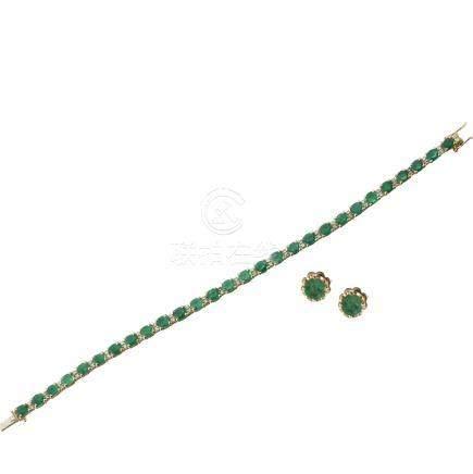 Lot comprenant :Bracelet en or jaune serti de 28 émeraudes ovales pour environ