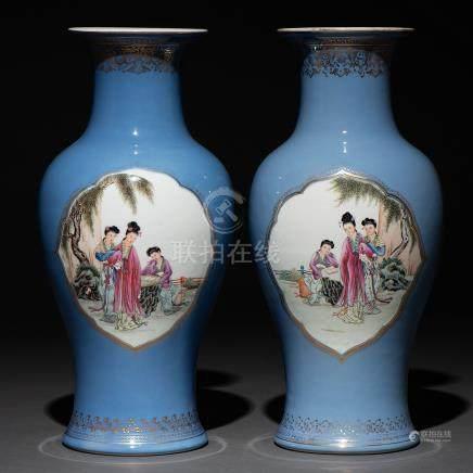 Pareja de Jarrones en porcelana china. Trabajo Chino, Siglo XX