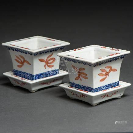 Pareja de maceteros de mesa en porcelana china. Trabajo Chino, Siglo XIX-XX