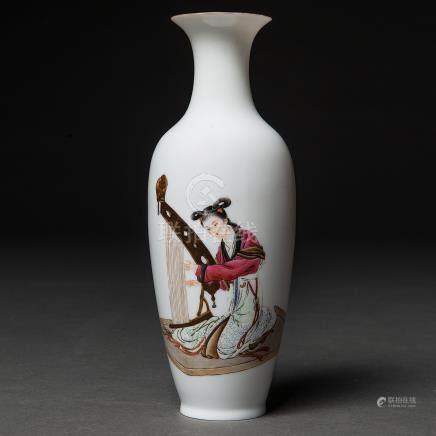 """""""Dama con Arpa"""" Jarrón en porcelana china. Trabajo Chino, Siglo XX"""