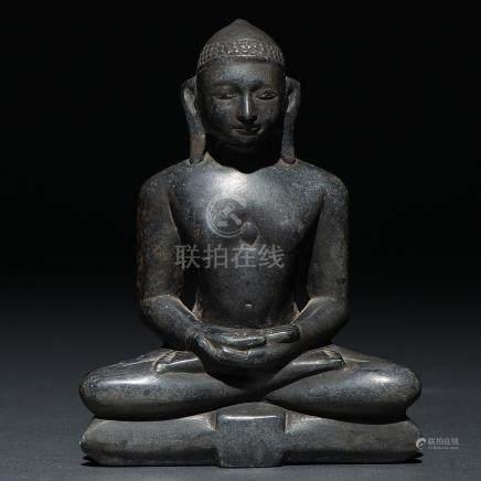 Buda realizado en piedra negra tallada. Trabajoi Chino, Siglo XVII-XVIII