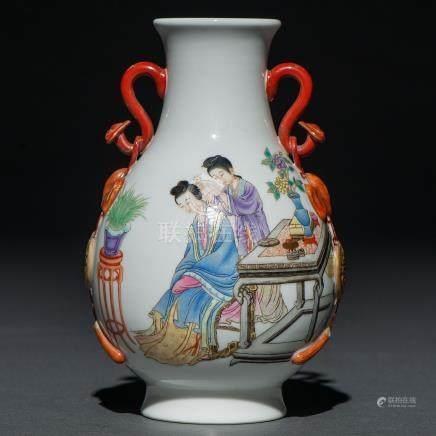 """""""Escena de interior"""" Jarrón en porcelana china. Trabajo Chino, Siglo XX"""