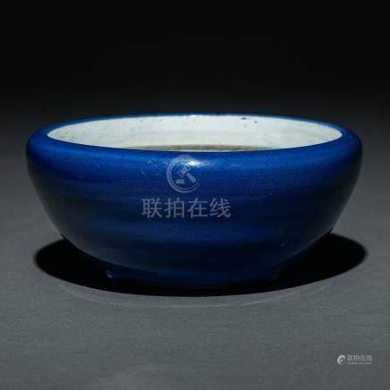 Macetero en porcelana china color azul. Trabajo Chino, Siglo XIX
