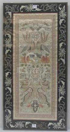 SeidenstickereiChina, um 1920, Drachen und Vogelmotive, Ornamente, 69x35 cm, im Rahmen,