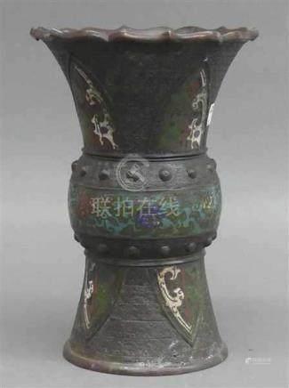 ChamplevevaseJapan, 19. Jh., floraler Dekor, signiert, h 27 cm,