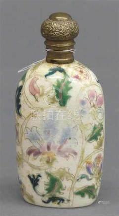 SnuffbottleKeramik, China, 19. Jh., reiche Blütenbemalung, Gelbmetalldeckel, h 10 cm,