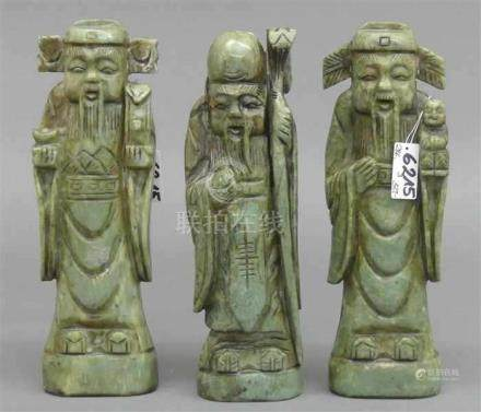 3 GottheitenChina, grüne Jade, beschnitzt, 20. Jh. (wohl Sanxing, Fulu und Zhou),