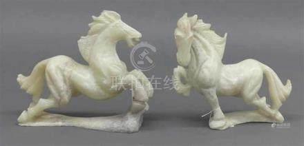 Paar PferdeChina, Jade, geschnitzt, verschieden, h ca. 16 cm,