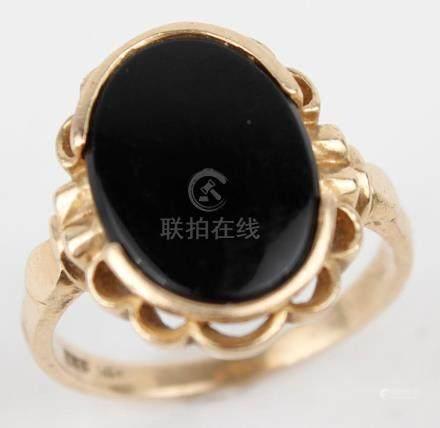 14K YELLOW GOLD ONYX SIGNET RING