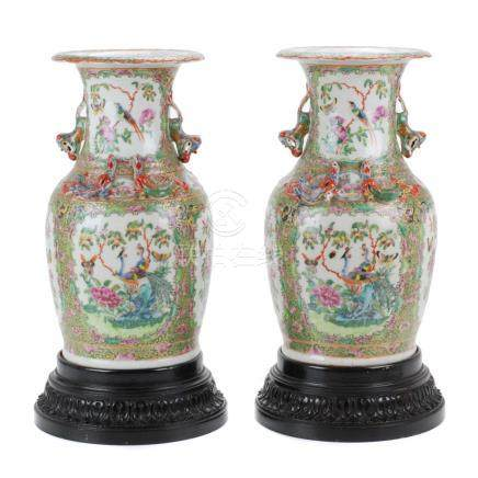 PAIR OF CHINESE CANTON VASES, END OF 19TH CENTURY , BEGINN