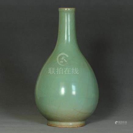 A Chinese LongQuan-Kiln Vase Southern Song Dynasty