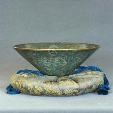 A Chinese Guan-Kiln Porcelain Bowl Southern Song Dynasty.
