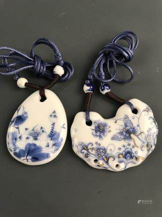 A Pair of Chinese Blue-White Necklace