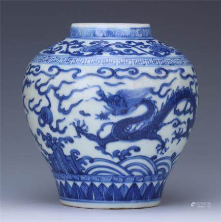 A Chinese  Blue and White Porcelain 'Dragon' Jar