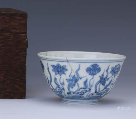 A Chinese Blue and White  Porcelain Cup with Seaweed Decoration