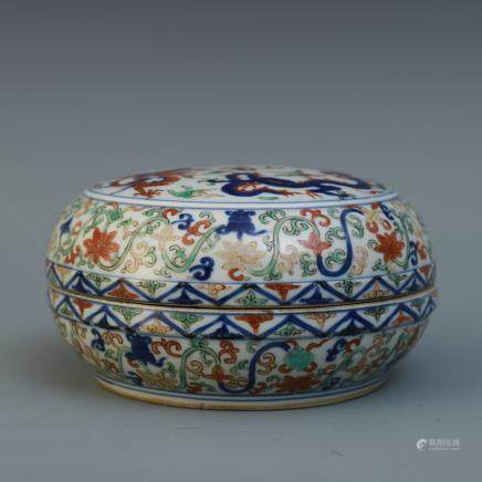 A Chinese Famille-Rose Porcelain Round Box with Cover